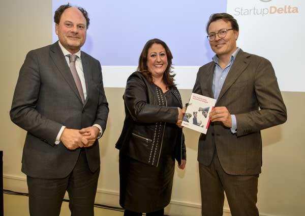 Overhandiging-alumnistrategie_Eliane_Prins_Constantijn